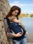 manduca-babycarrier-navy-lifestyle-lovethechange-2400px-07.jpg